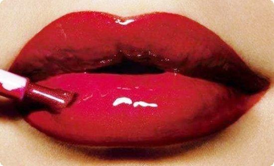 lip gloss για ενυδατωμένα χείλη.