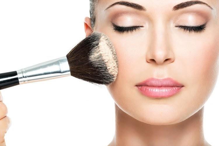 7 Τρικ μακιγιάζ για να δείχνεις νεότερη