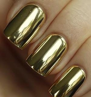Νύχια σε μεταλλικές αποχρώσεις