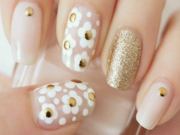 Nail stickers σε λευκά νύχια