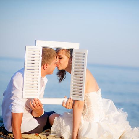 6 έξυπνα τρικς για να δείχνεις πανέμορφη στις φωτογραφίες του γάμου σου