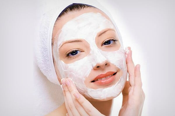 face mask for dry skin with yogurt and honey(1)