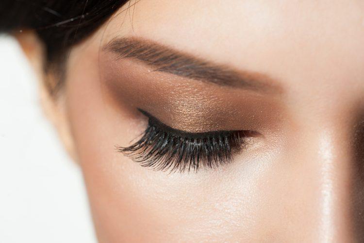 8 tips για τέλειες βλεφαρίδες μόνο με μια μάσκαρα
