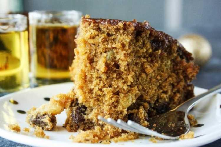 Αφράτο νηστίσιμο κέικ με σταφίδες: Μία εξαιρετική συνταγή που δεν έχει να ζηλέψει τίποτα από τις άλλες
