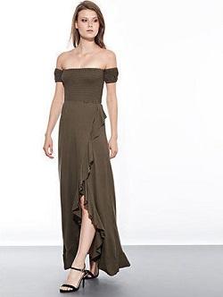 Maxi φόρεμα από βισκόζη με ακάλυπτους ώμους και λεπτομέρειες με βολάν