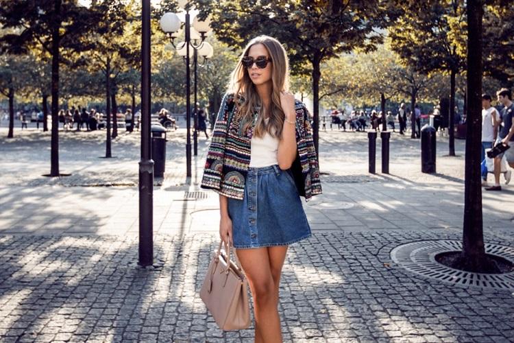 10 looks με mini τζιν φούστα που δεν δείχνουν πολύ girly