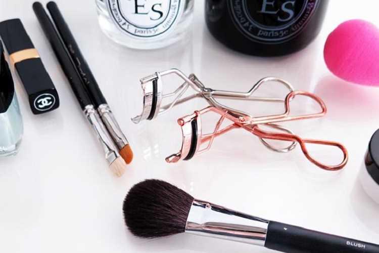 εργαλεία μακιγιάζ