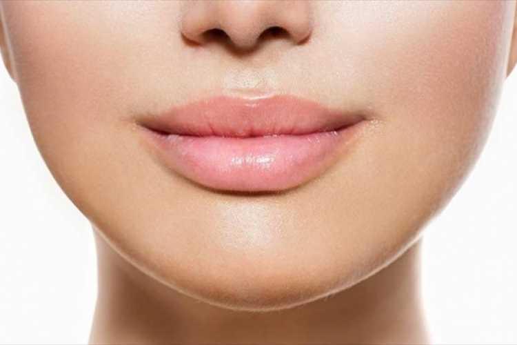 μεγάλα χείλη χωρίς υαλουρονικό