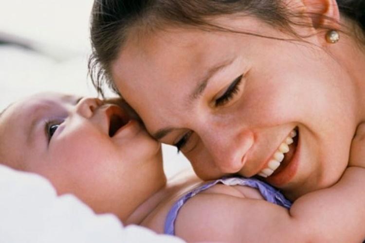 Πρωτάρα… μαμά: 4 άβολες στιγμές που θέλεις να αποφύγεις και πώς να το κάνεις με ευγένεια