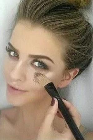Μακιγιάζ για καστανά μαλλιά