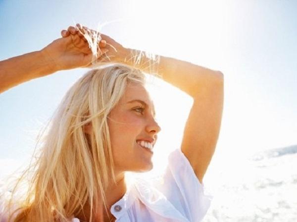 3 tips για να έχετε λαμπερά ξανθά μαλλιά όλο το καλοκαίρι