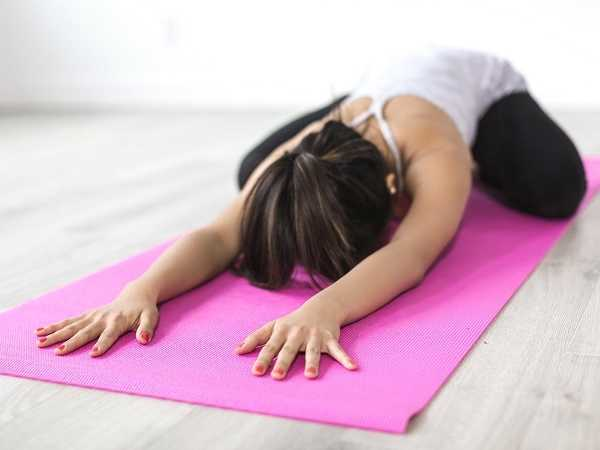 6 ασκήσεις γιόγκα για πλάτη,ώμους,& στήθος!