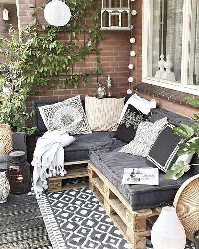 Προσθέστε χαλιά με μοτίβα στο μπαλκόνι
