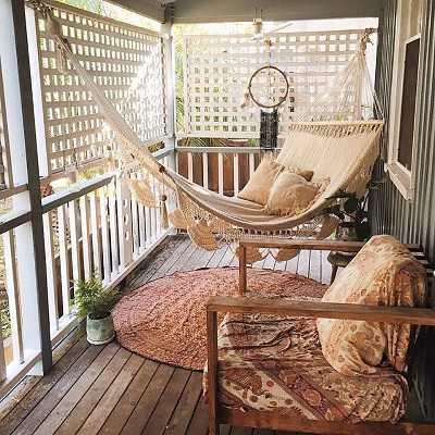 Κρεμάστε μια καρέκλα ή αιώρα στο μπαλκόνι