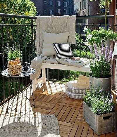 Περιτριγυρίστε τον εαυτό σας με λουλούδια στο μπαλκόνι