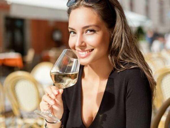 Αλκοόλ και γήρανση: Μας βλάπτει ή μας ωφελεί;