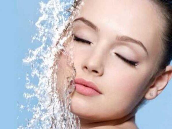 Νερό πηγή ομορφιάς και λάμψης!