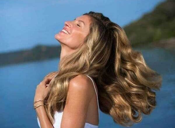 Προστάτεψε τα μαλλιά σου από τον ήλιο και τη θάλασσα!