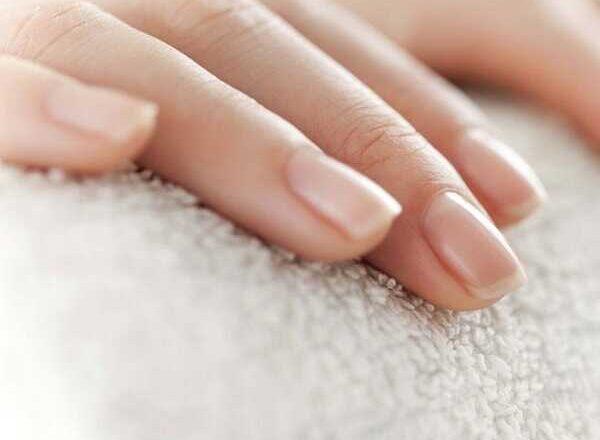 Περιποιημένα νύχια: Μυστικά για να δείχνουν όμορφα