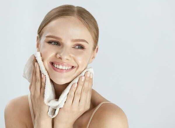 4 φυσικές συνταγές για καθαρισμό προσώπου