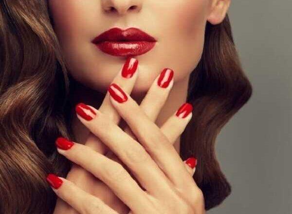 Δείξε τα νύχια σου χωρίς ναντρέπεσαι!
