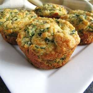 Αλμυρά muffins με σπανάκι