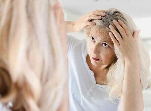 10 Tips για να αντιμετωπίσεις την τριχόπτωση στην εμμηνόπαυση!