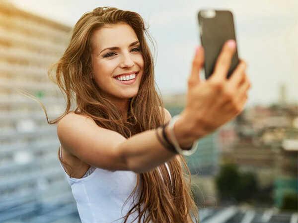 Ο σίγουρος τρόπος για να βγάλεις την τέλεια selfie!